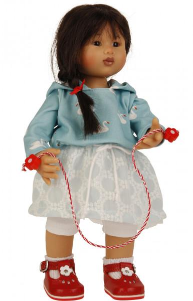 Puppe Müller-Wichtel Kimiko 30 cm schwarze Haare, Kleidung weiss/türkis