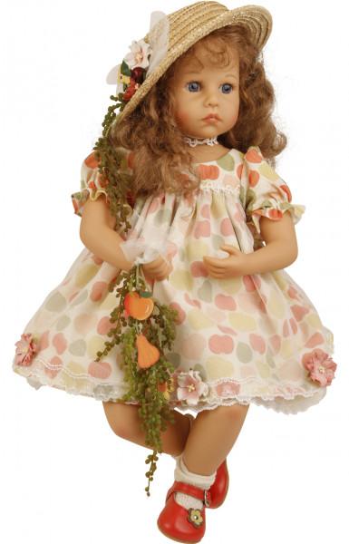 Puppe Elena sitzend 53 cm von Sybille Sauer rote Haare, Sommerkleid mit Strohhut