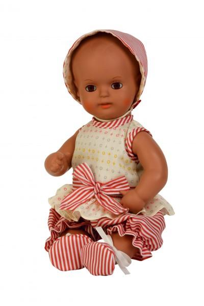 Baby Strampelchen 31 cm, braune Malhaare, Kleidung weiss/rose