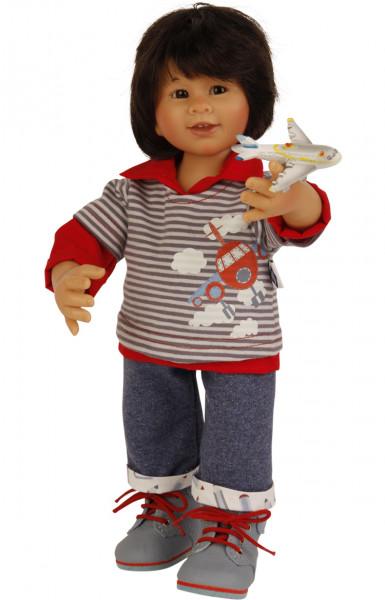 Puppe Müller-Wichtel Akio 30 cm schwarze Haare, Kleidung rot/blau