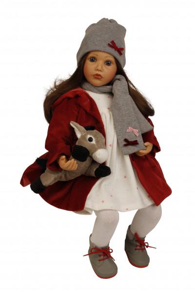 Puppe Carolina sitzend 53 cm von Sybille Sauer braune Haare, Winterkleidung weiss/rot/grau