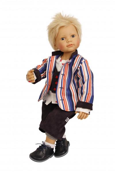 Puppe Philipp 70 cm sitzend von Brigitte Paetsch sitzemd blonde Haare, Kleidung braun/blau/weiss/rot