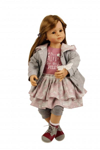 Puppe Moni sitzend 64 cm von Sieglinde Frieske braune Haare, Kleidung grau/rose