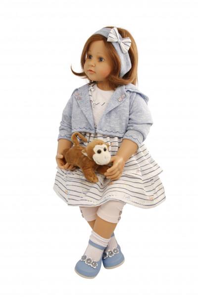 Puppe Johanna von Brigitte Paetsch 70 cm sitzend, braune Haare, Kleidung blau/weiss